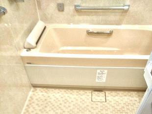 【浴室 リフォーム】照明もシャワーヘッドも高級感いっぱいのシステムバス・スパージュ