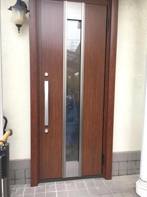 玄関ドアを交換して雰囲気が変わりました!