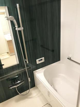 清潔感のある明るい雰囲気の浴室になりました。