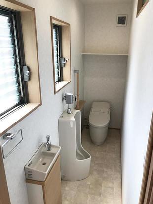 窓も2ヶ所設置することで、明るいトイレになりました。