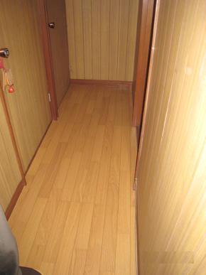 床フロア、天井クロスの張り替えで、すっきり明るくなりました。