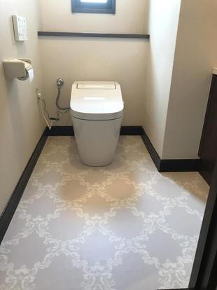 タンクレストイレへ取替をし、見た目がコンパクトになりました。