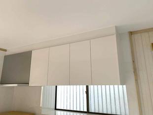 経年劣化したキッチン換気扇、吊り戸を取り替えました。