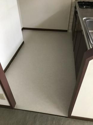 トイレも新しく汚れていた床もきれいになりました!