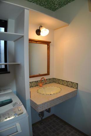 オーダーメイドのタイルでオリジナルの洗面台へ(三木市 T様邸)