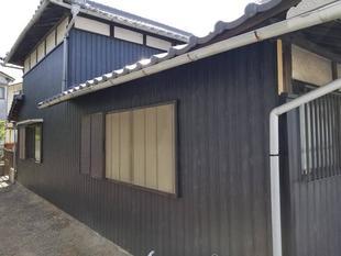日本家屋の焼杉板を鋼板へリニューアル