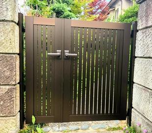 軽量な門扉に取り換えで快適!