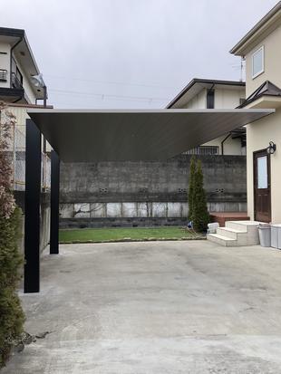 住宅と調和するカーポート
