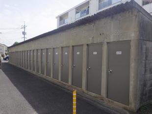 屋外倉庫扉の取替☆