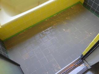 タイル風呂の目地部分を速乾性のモルタルでふらっとに!