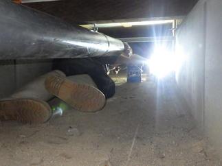 狭い床下にて給水、排水管を設置し途中には掃除口を設けて詰まった際に、対処可能です!