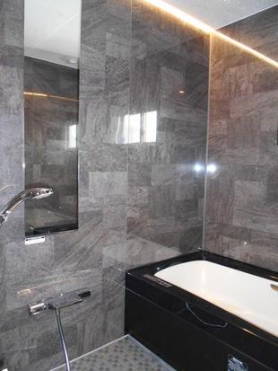 ホテルのような浴室でスパ気分