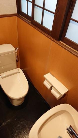 建物の外観に合わせた和風のトイレ空間へ
