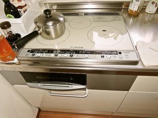 寒さを防ぐ暖かな浴室とI型キッチン
