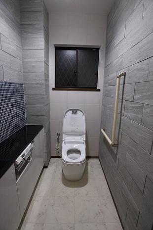 サティスとエコカラットで素敵なトイレ空間に!