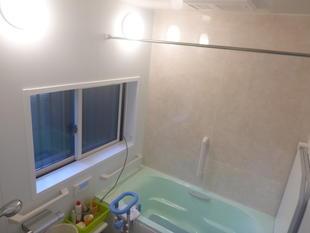 バリアフリーの浴室へ安心リフォーム
