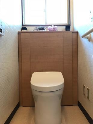 収納上手のシンプルなトイレ