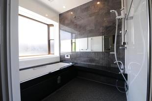 モノトーンでシックに、高級バスルーム!!