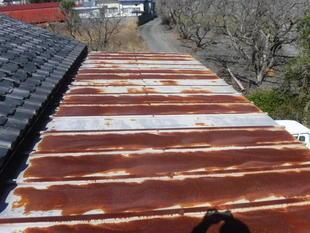 板金の屋根は塗装が必要です。(南アルプス市)