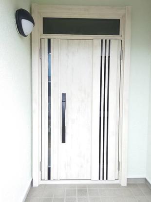 幸手市香日向:爽やかなグリーンの外壁にぴったりな玄関リフォーム