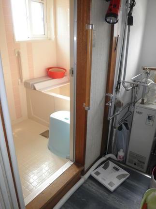 施工後 浴槽の入り口とお風呂の入り口にもつけました!