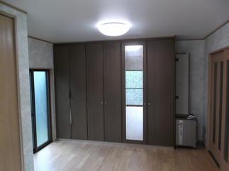 こちらは元は納戸でしたが、壁を取り払い洋室とワンフロアーにしました。