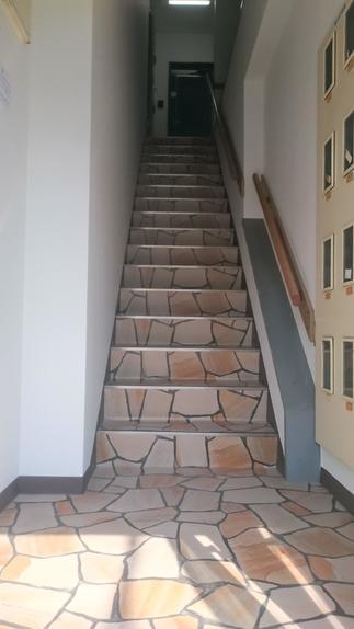 共用スペース 内部階段