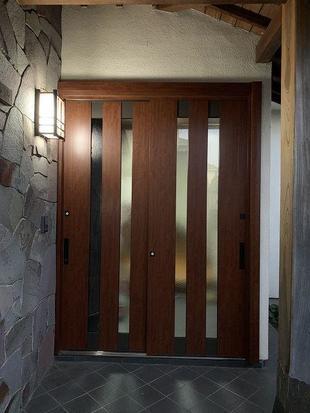 断熱性能が高くて素敵なドアに交換しました。