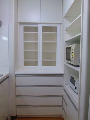 コンパクト・キッチンと手作り収納家具でスッキリ!