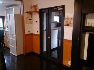施工後 部屋ドア