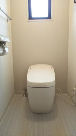 タンクレストイレでスッキリとしたトイレ空間に