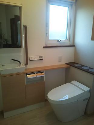 介護保険で引き戸に替えて広々トイレ♪