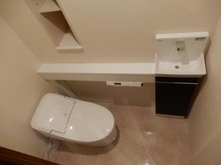 トイレも節水タイプのプレアスに交換し、エコなお住まいに変身