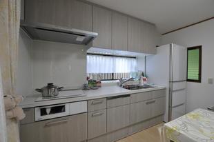 K邸 ホワイト使いで広く感じるキッチンとバリアフリー工事