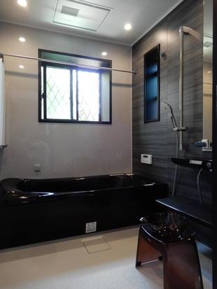 T邸 色統一でシックな浴室洗面に