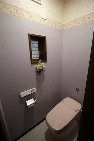 お花の好きな方が選んだピンクのトイレとラベンダー