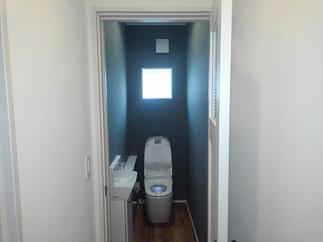 アクセントのついたトイレ