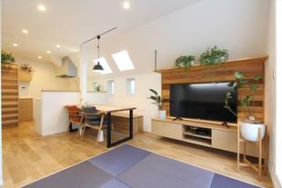 敷地14.5坪に建つ半地下室のある二世帯住宅