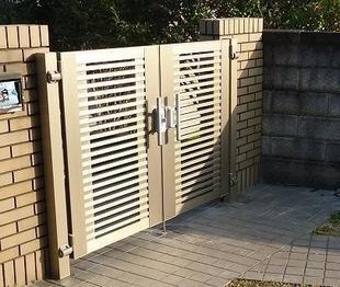 台風被害の門扉をスタイリッシュデザインへ交換リフォーム