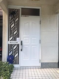 和歌山市 玄関ドアの再塗装リフォーム