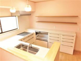 明るく使いやすいキッチンに大変身。