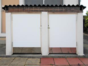 ボロボロになった物置の扉を、長く使い続けられるようリフォーム