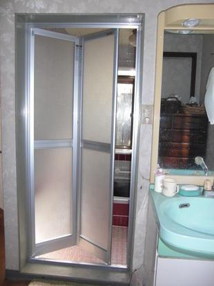 浴室ドアの取替リフォーム