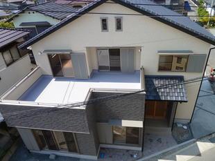 狭小地に建つ二世帯住宅