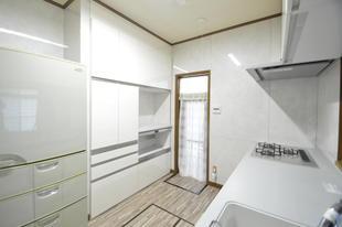 キッチンのリフォームで明るく楽しい空間へ(LIXIL・リシェルSI)