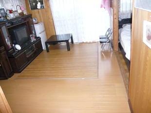 床・壁張替え工事(2011.05.21)