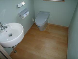 広々としたトイレへ!