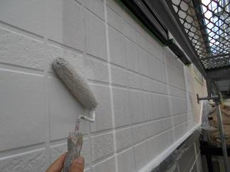 外壁を高耐候性塗料で塗装させて頂きました。