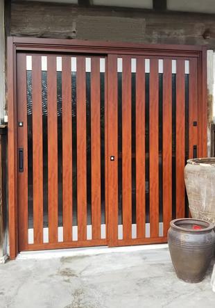 [鳥取県 西伯郡伯耆町]― 趣は残したままで ― 玄関リシェント工事