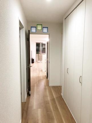 明るくおしゃれな玄関~廊下に!便利な収納スペースも新設!